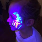 Glow in the dark schmink feestje bij Fem - Schaijk